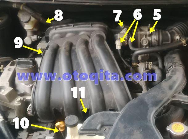 Langkah kedua proses ganti busi mobil Nissan Grand Livina